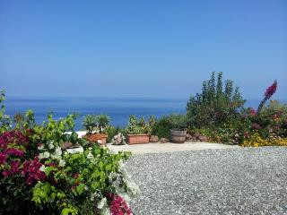 Casa Valeria, piccolo monolocale con vista mare a Malfa, Salina (Isole Eolie)