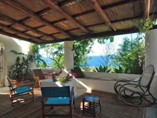 Villa Ginestra, elegante casa dell'800 con ottima vista sul mare a Capo Faro