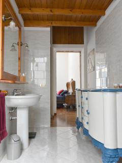 Bagno in camera con servizi e ampia doccia