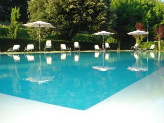 Viola fantastico appartamento con piscina, Lucca
