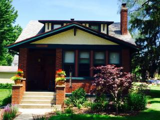 Cozy Craftsman Bungalow In the Heart of New Buffalo