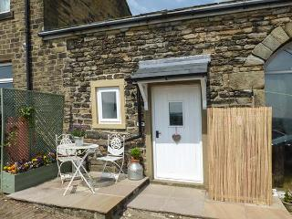 THE MISTLE CARR FARM, wing of owner's home, mezzanine double, pet-friendly, walks from door, near Hebden Bridge, Ref 925231