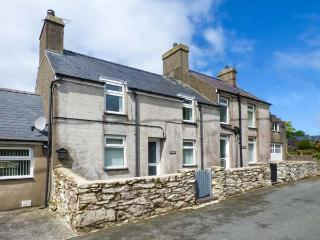 TIR BEDW, semi-detached, woodburner, ample parking, garden, in Morfa Nefyn, Ref