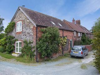 CARO'S COTTAGE, semi-detached, quiet location, woodburning stove in Dorrington Ref 926224