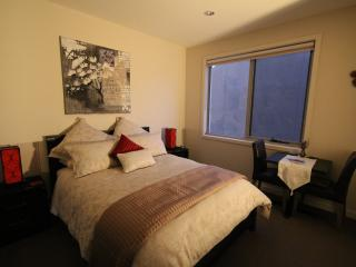 Luxury Room 1 - The Esplanade Bed & Breakfast, Mornington