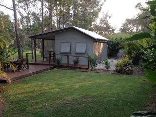 The Beach Shacks - pet friendly holiday spot, Mullaway
