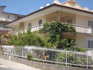 Appartamenti mono e bifamiliari a 200 m dal mare, Amantea