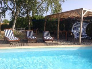 Location maison de charme avec piscine et yourte, Tournon-sur-Rhone
