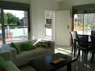 Duplex con jardin, terraza y piscina