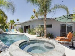 4BR/3BA Palm Spring Mid Mod House & Casita with Pool and Hot Tub, Palm Springs