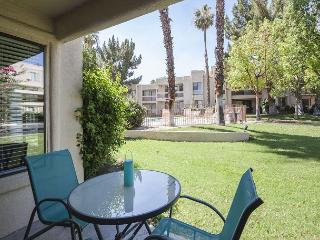 2BR/2BA Canyon Shores Condo, Easy Pool Access Close to Palm Springs, Sleeps 6, Cathedral City