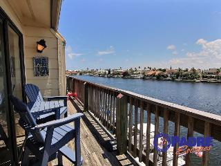 Enjoy this Cozy Waterfront Condo that's on the Main Canal here on the Island., Corpus Christi
