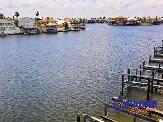Padre Island Getaway is a Canal front Condo with Boat Slip and Great Views!, Corpus Christi