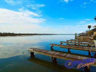 Enjoy great Fishing off your back porch while being just steps off the Beach!, Corpus Christi