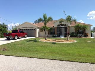 Peaceful, Deep Water Access, Heated Pool/Jacuzzi, Port Charlotte