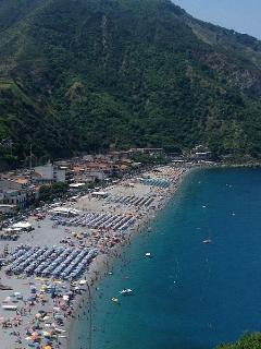 Vista dall'alto sulla spiaggia di Scilla