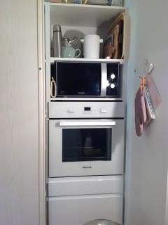 Placard cuisine avec lave linge, sèche linge, four, micro ondes ect...