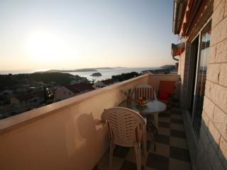 Exclusive  Studio Apartment N°1 with view and pool, Hvar