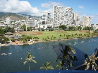 2/1 Waikiki for 5 - Ocean, Mountain and City Views, Honolulu
