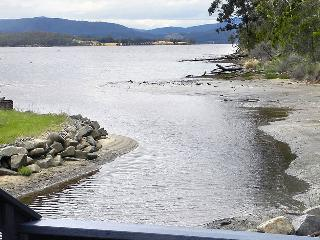Huon Charm Waterfront Cottage - The Boathouse, Geeveston