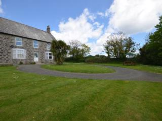 TREWH House situated in Helford (2mls S)
