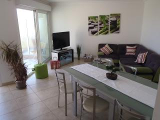 Beautiful 3 bedroom French Riviera holiday apartment in Antibes, sea view, Juan-les-Pins