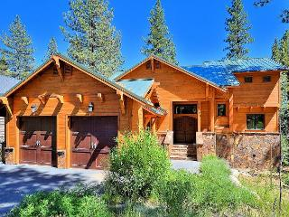 4BR Custom Tahoe Retreat, Home Theater, Access to Luxury Amenities