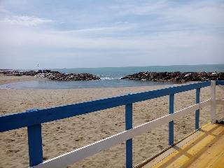 chalet su stabilimento balneare presso bagno balen, Marina di Pisa