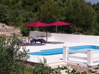 Holiday House with private pool and garden Razanj