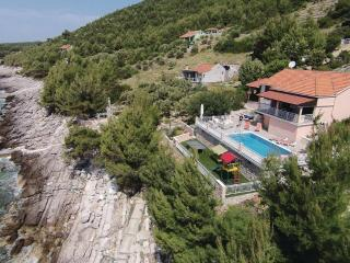 Holiday Villa, Blato