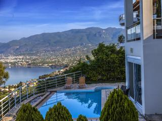 LUXURY VILLAS IN KALAMATA WITH AMAZING SEA VIEWS, Calamata