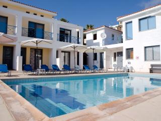Julipapas Gardens 2 B/R Apartment Near The Beach!, Paphos