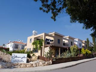 Julipapas Gardens 1 B/R Apartment Near The Beach!, Paphos