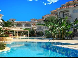 Idyllic Sunrise Beach Club - 2 bed apartment