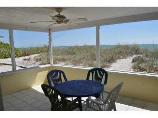 ON the BEACH! Steps to swimming, spectacular sunsets,private beach, shark teeth!, Manasota Key