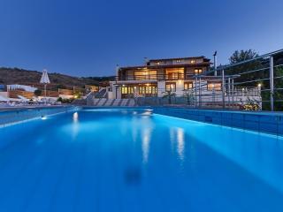 Cozy pool front apartment in Agia Pelagia Crete GR