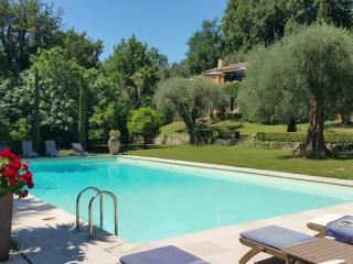 Gorgeous 5 Bedroom Villa - Interior Designer's Property-30 mins from Cannes, Le Bar-sur-Loup