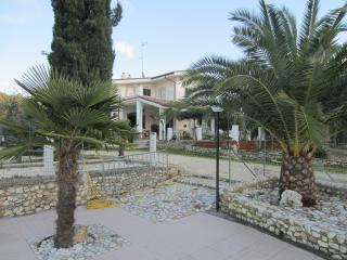 appartamenti in villa con piscina