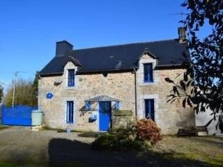 Beautiful Cosy Granite Cottage with Large Garden, Saint-Nicolas-du-Pélem