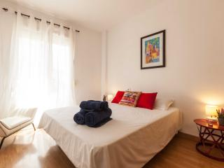 Quiet, spacious peaceful main bedroom with a visco-elastic double bed. Perfect for a night's rest.