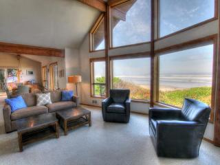 Oceanfront Home on Miles of Sandy Beach!, Yachats