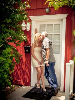 Another Inn at Harbour Ridge couple begin their happily ever after in the Big Red Barn.