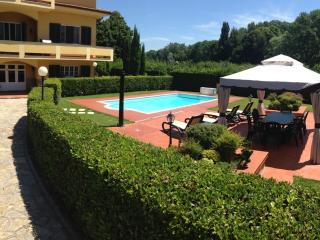 Two bedroom Lucca holiday apartment with outdoor p