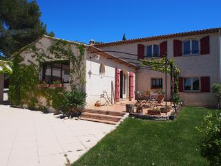 Charming Home in Aix-en Provence - 8 people, Puyricard