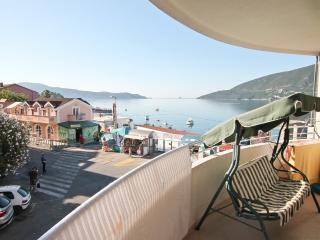 Apartment overlooking the Bay, to the sea 30 m, Igalo