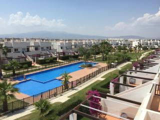 2BR end apartment close to pool, bars & golf