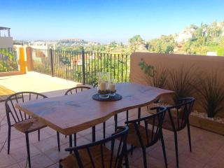 2 bed/2 bath (1 en suite) Marbella Apartment