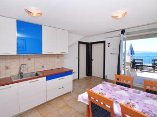 Apartment Omis (4+2) N0203