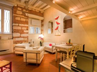 Cadrega Rossa - Living Room