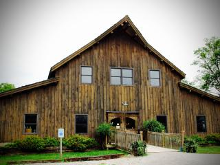 Lodging at Sleepy Creek Vineyards, Fairmount